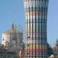 La Torre Arcobaleno nel suo contesto urbano